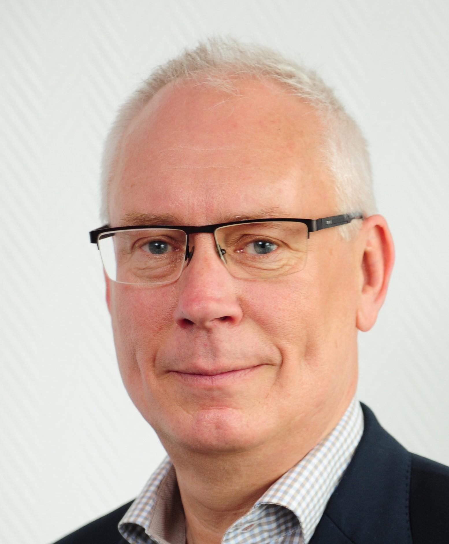 Dr. Thomas Henkel